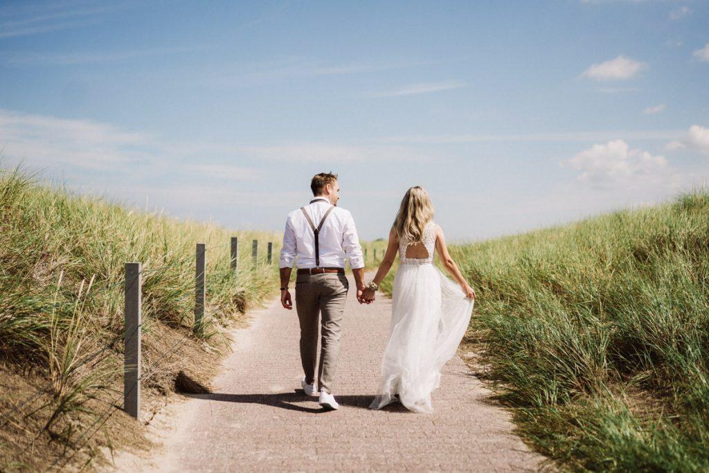 Brautpaar an den Dünen von Baltrum