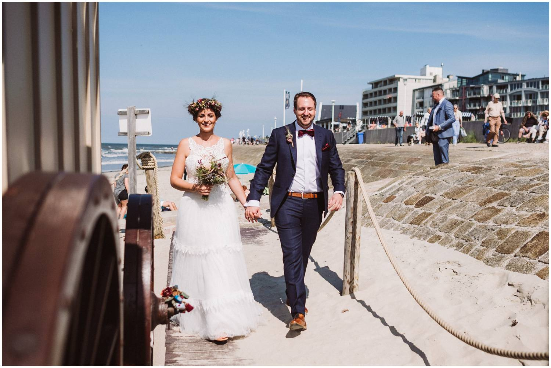 Hochzeitspaar am Badekarren Norderney
