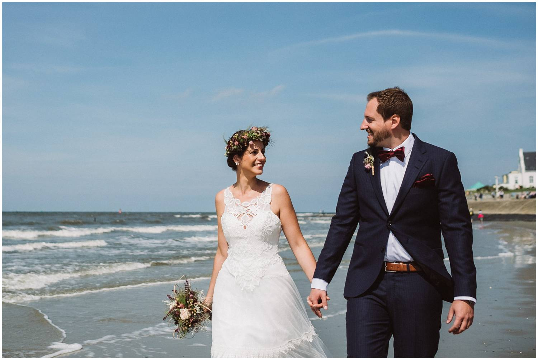 Strandhochzeit auf Norderney - Brautpaar am Strand