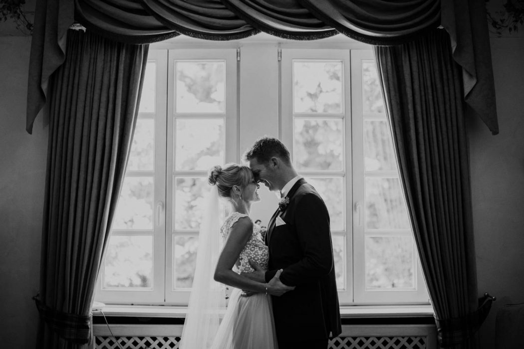 Hochzeitspaar in der Suite des Waldesruh am see in Auhmühle