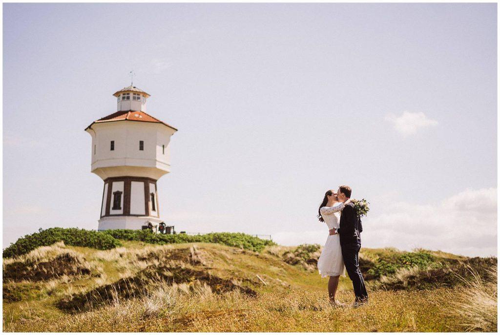 Hochzeitspaar am Leuchtturm Langeoog