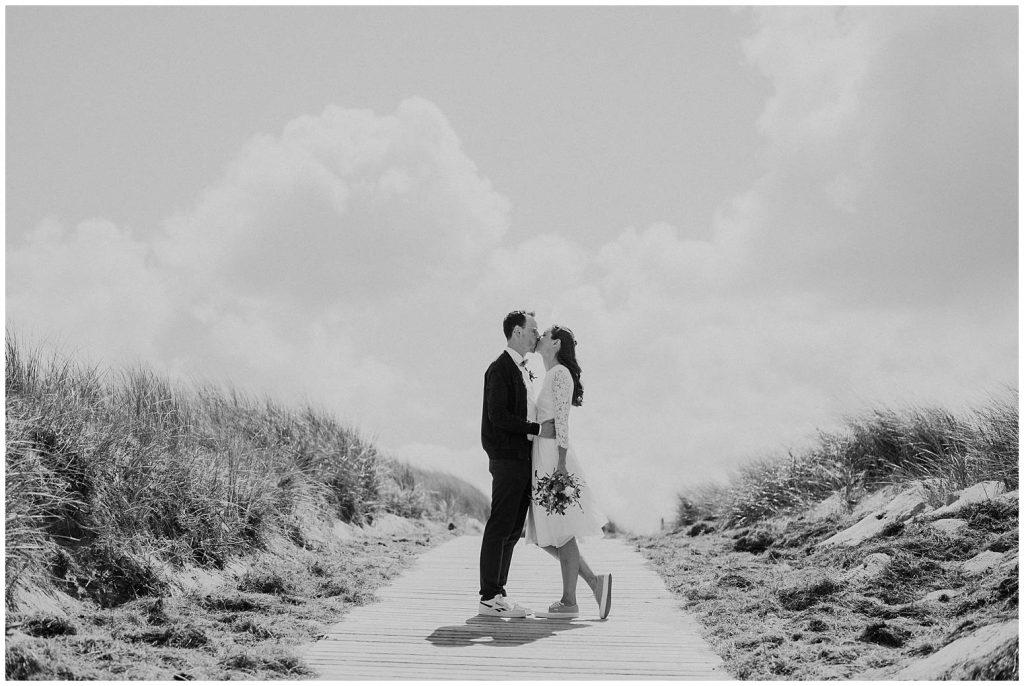 Hochzeitspaar am Steg auf Langeoog