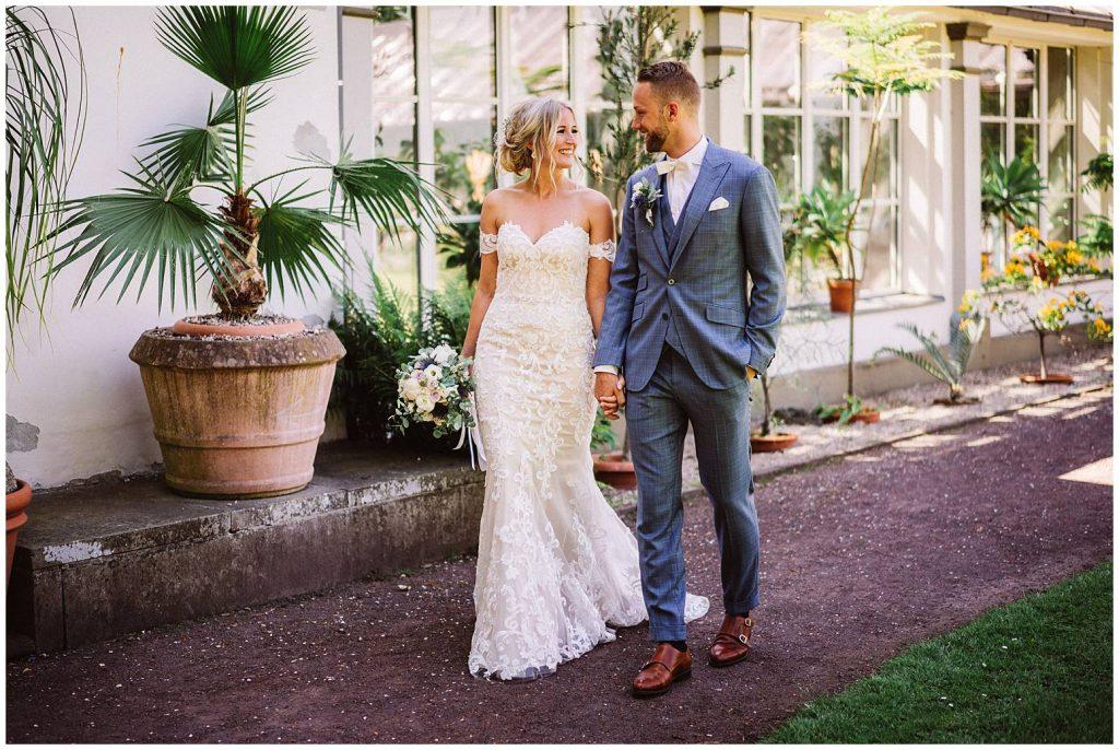 Hochzeitsfoto einer vom Hochzeitsfotografen im Schlossgarten Oldenburg